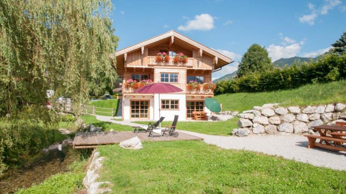 Außenansicht mit Garten Ferienwohnungen am Webermohof