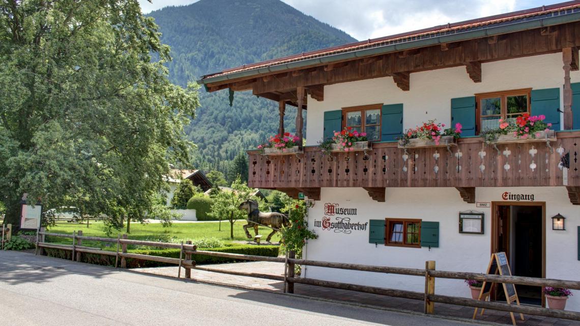 Außenansicht Museum im Gsothaber Hof und Cafe Gäuwagerl