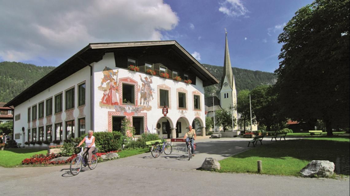 Außenansicht Tourist-Information Bayrischzell