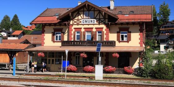 Außenansicht Bahnhofsgelände und Gleise