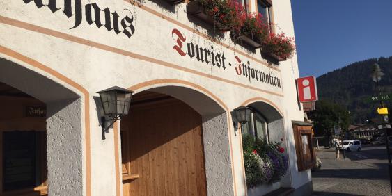 Außenansicht Tourist-Info Rottach-Egern