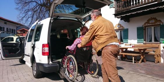 Behindertentransportfahrzeug Taxi Huber