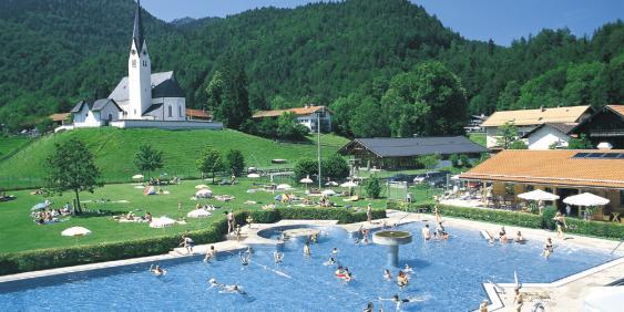 Blick auf das Schwimmbecken