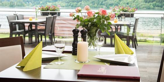 gedeckter Tisch im Restaurant Charivari