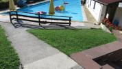 Zugang zum Schwimmbecken